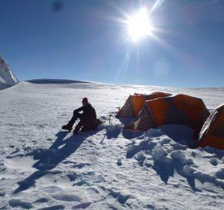 Viel Sonne im Lager 1 der Putha Hiunchuli