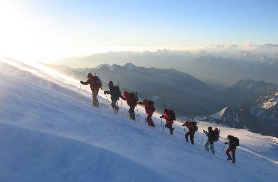 Gruppe im Aufstieg auf den Elbrus