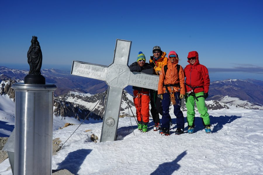 Skitour Pyrenäen Gipfelkreuz Aneto