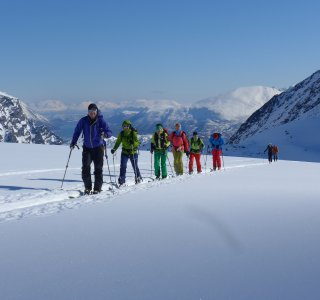 Gruppe im Aufstieg, Lyngen Alps, Tafeltinden