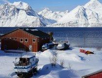 Lyngen Alps, Hafenszene in Djupvik in der Nähe des Artic Lyngen Sea Camps