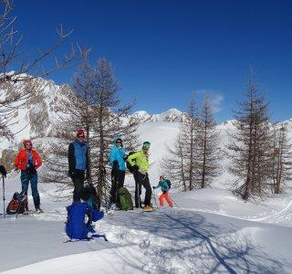 Skitouren im Valle Maira, Gruppe bei der Pause