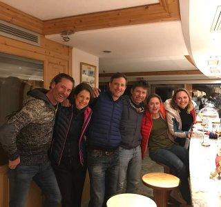 Hotel Waldheim, Gruppe an der Bar nach der Skitour