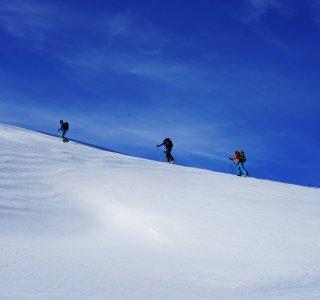 Skitourenkurs Guzesrieder Tal, Gruppe im Aufstieg