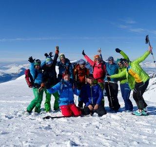 Gruppe auf dem Gipfel des Storesandnestinden auf der Insel Kågen