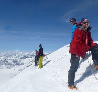 Gruppe am Seil auf dem Gletscher