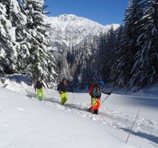Viel Spurarbeit nach Neuschnee im Valle Stura