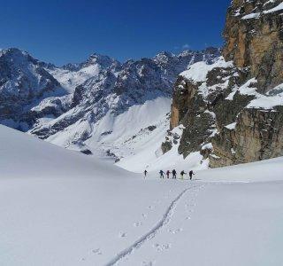 Skitouren in den Cottischen Alpen, Gruppe beim Aufstieg