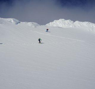 Skitouren auf den Lofoten, Gruppe im Aufstieg zum Geitgallien