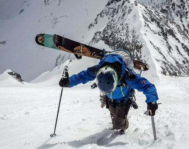 Skitour,Königspitze, Ski am Rucksack