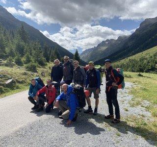 Gruppenbild vor dem Aufstieg zur Jamtalhütte