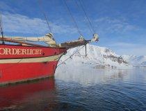 Nooderlicht, Zweimastschoner auf Spitzbergen