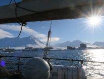 Anfahrt im Schiff auf Barensburg
