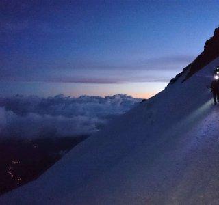 Mont Blanc du Tacul,  Bergsteiger mit Stirnlampe
