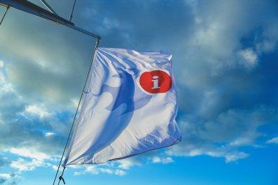 Die MS KOI fährt heute unter DestinationCamp-Flagge (c) netzvitamine und Johannes Leistner