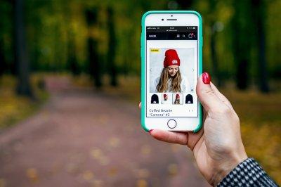Mobile Shopping (c) Pexels Artem Beliaikin
