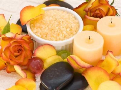 Mediterane Kerzen u. Blüten