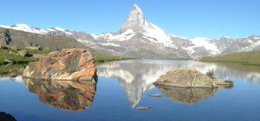 Auf dem Weg immer das Matterhorn im Blick