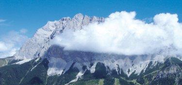 Zugspitze hinter Wolken
