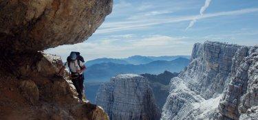 Klettersteig in Felswand