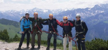 Klettersteiggruppe mit Zusammenhalt
