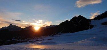 Sonnenuntergang in Bergkulisse