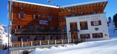 Die Faneshütte (2.060 m) - unsere komfortable Unterkunft für diese Schneeschuhwoche