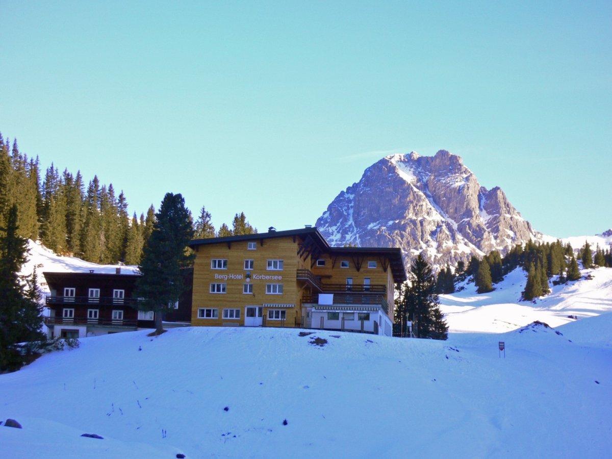 1. Tag - Das Hotel Körbersee, unsere erste Übernachtung - mit dem Großen Widderstein im Hintergrund