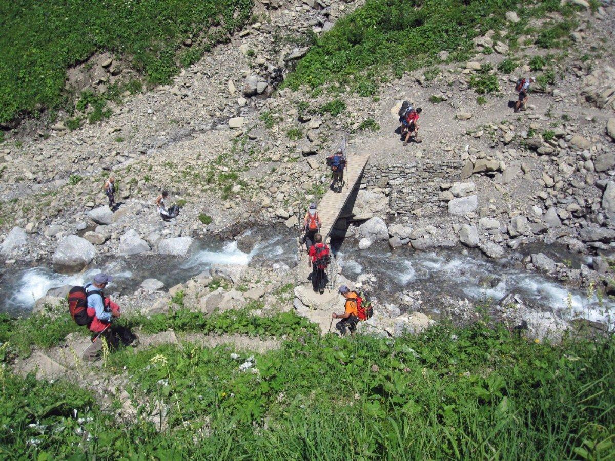2. Tag - Immer wieder überqueren wir den Sperrbach beim Aufstieg zur Kemptner Hütte
