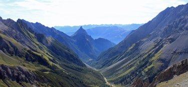 3. Tag - Blick auf die Silberspitze und das Lochbachtall durch das wir nun bis nach Zams (800 m) absteigen