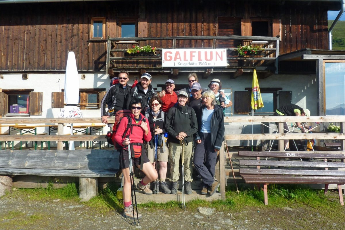 3. Tag - Gruppenfoto an der Galflunalm (1.960 m) unserer dritten Übernachtung