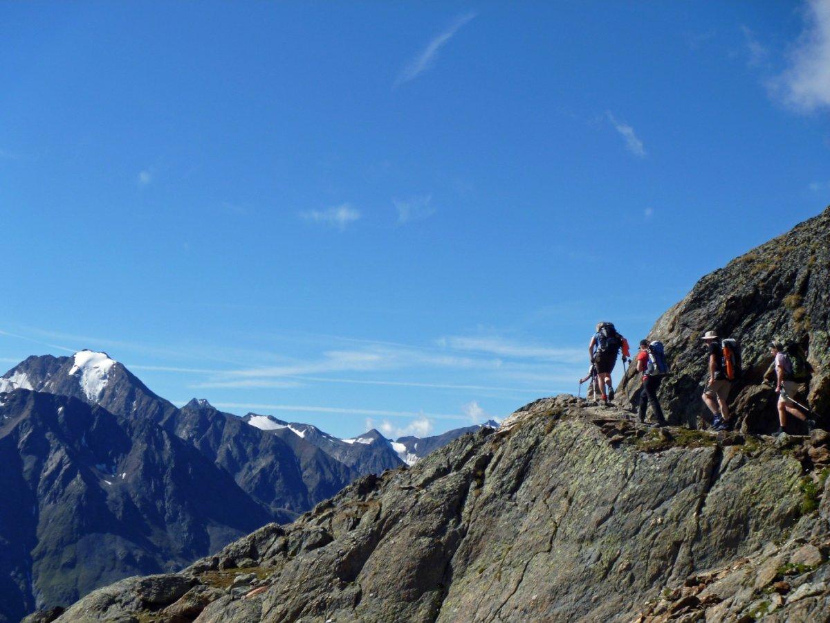 5. Tag - Auf dem wunderschön angelegten Panorama-Höhenweg nach Vent genießen wir herrliche Ausblicke auf die Ötztaler Gipfel