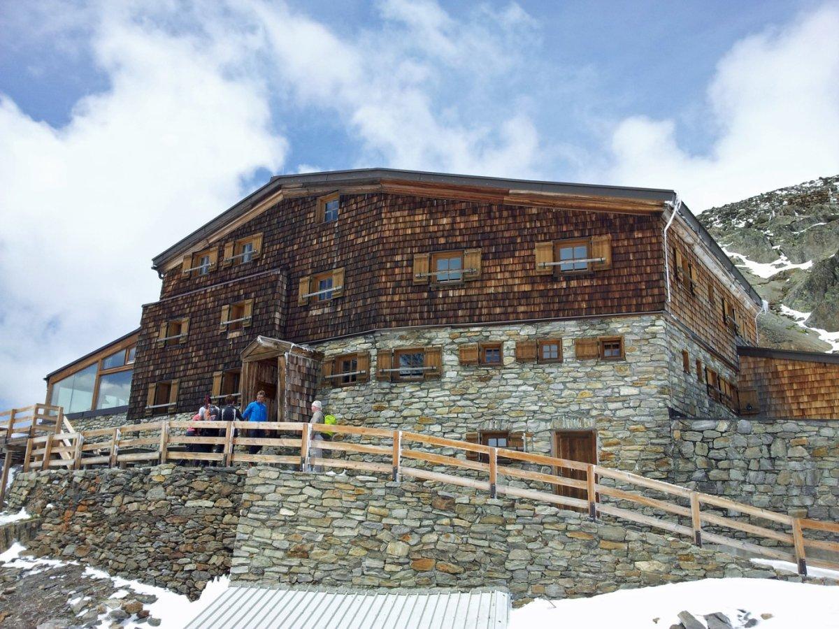 6. Tag - Auf der Similaunhütte (3.019 m) haben wir den höchsten Punkt unserer Alpenüberquerung erreicht