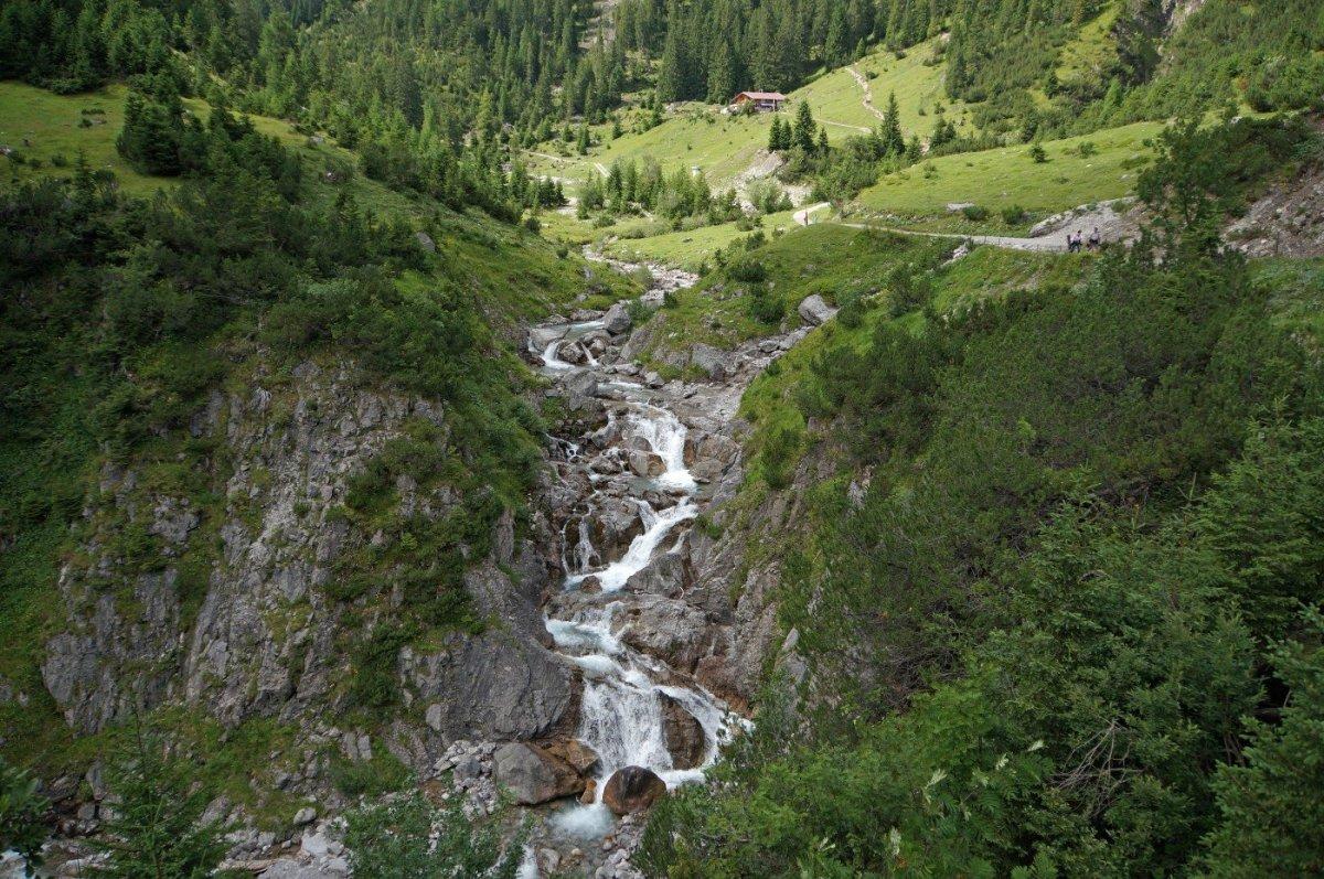 2. Tag - Vorbei an der Roßgumpenalm führt unser Weg weiter entlang des Höhenbachs nach Holzgau