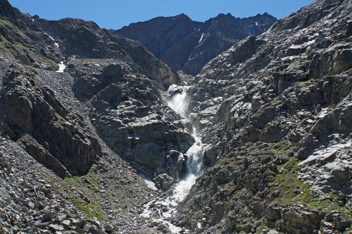 4. Tag - Vorbei an einem großartigen Wasserfall führt der Aufstieg zur Braunschweiger Hütte (2.760 m)