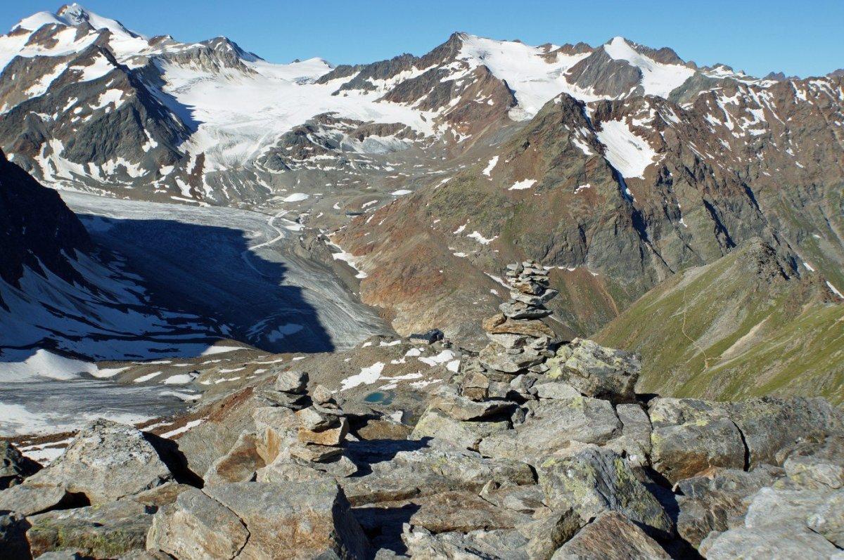 4. Tag - Blick zurück vom Pitztaler Jöchl auf die Braunschweiger Hütte, den Mittelbergferner und die Wildspitze