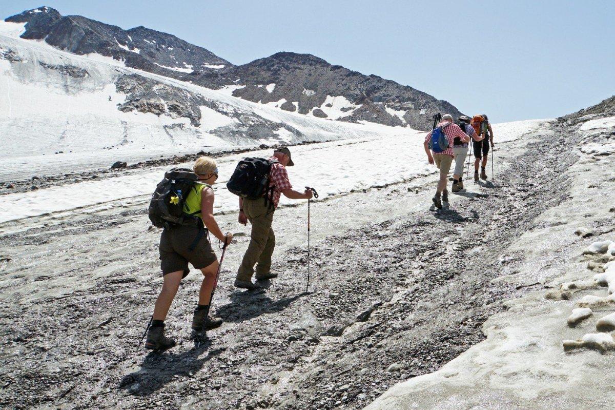 6. Tag - Auf den letzten Höhenmetern zur Similaun-Hütte (3.019 m) überqueren wir den leider zurückgehenden Gletscher