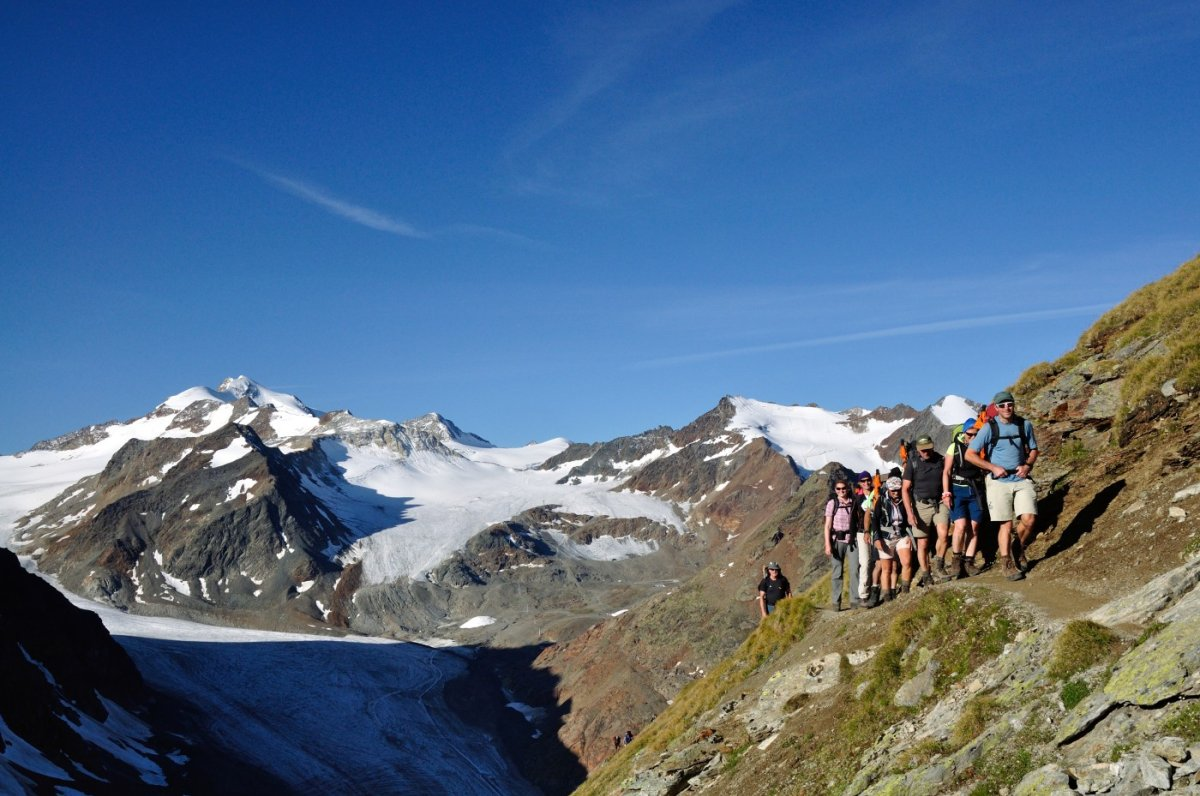 5. Tag - Beim Aufstieg zum Pitztaler Jöchl (2.988 m) genießen wir den Ausblick auf die Pitztaler Gletscher und die Wildspitze