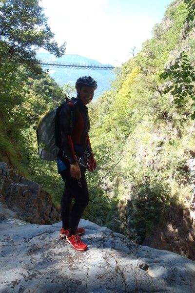 Beim Klettern im Möltner Bach