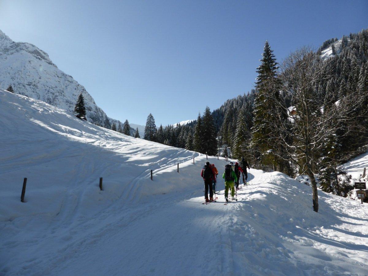 1. Tag - Start zu unserer Skitransalp durch das Bärgundtal