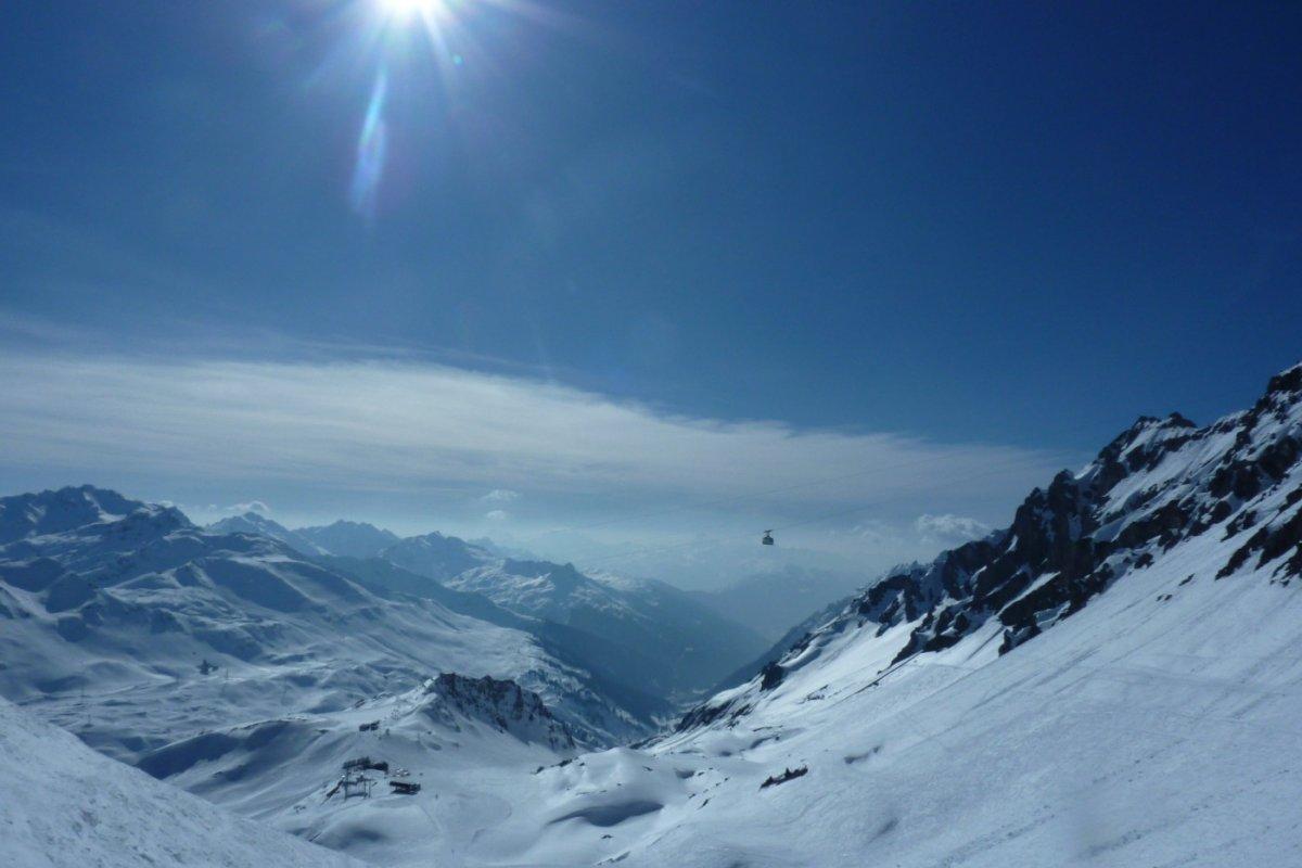 2. Tag - Wir erkunden die berühmten Abfahrten am Arlberg, Madloch, Stierfall, Valluga und Albona, im Hintergrund die Vallugabah