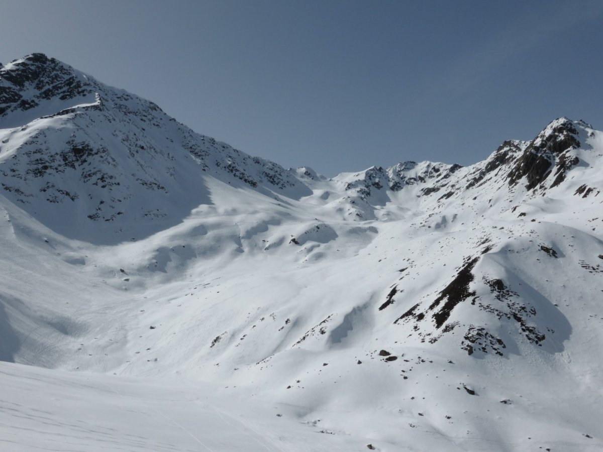 3. Tag - Abfahrt durch tief verschneite Hänge von der Roßfallscharte ins Malfontal