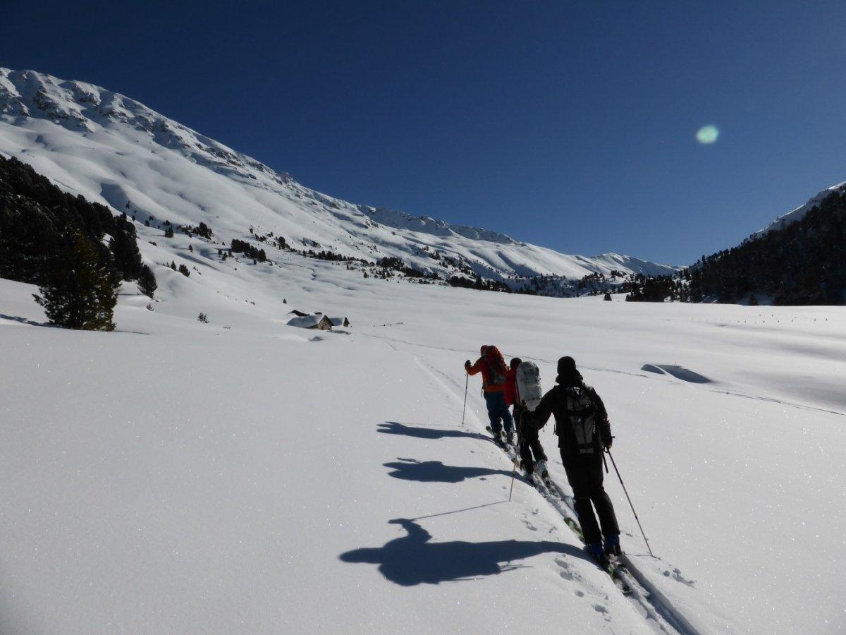 5.Tag - Gemütlicher Aufstieg Richtung S-charl Joch, links die Hänge des Piz Sesvenna