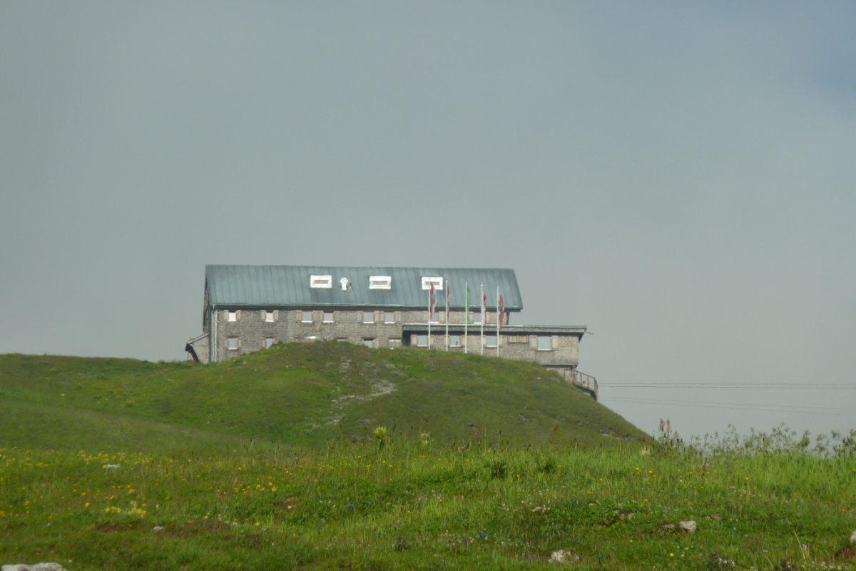2. Tag - Die Ulmer Hütte, unsere zweite Übernachtung ist gleich erreicht, das Gepäck kommt mit der Materialbahn