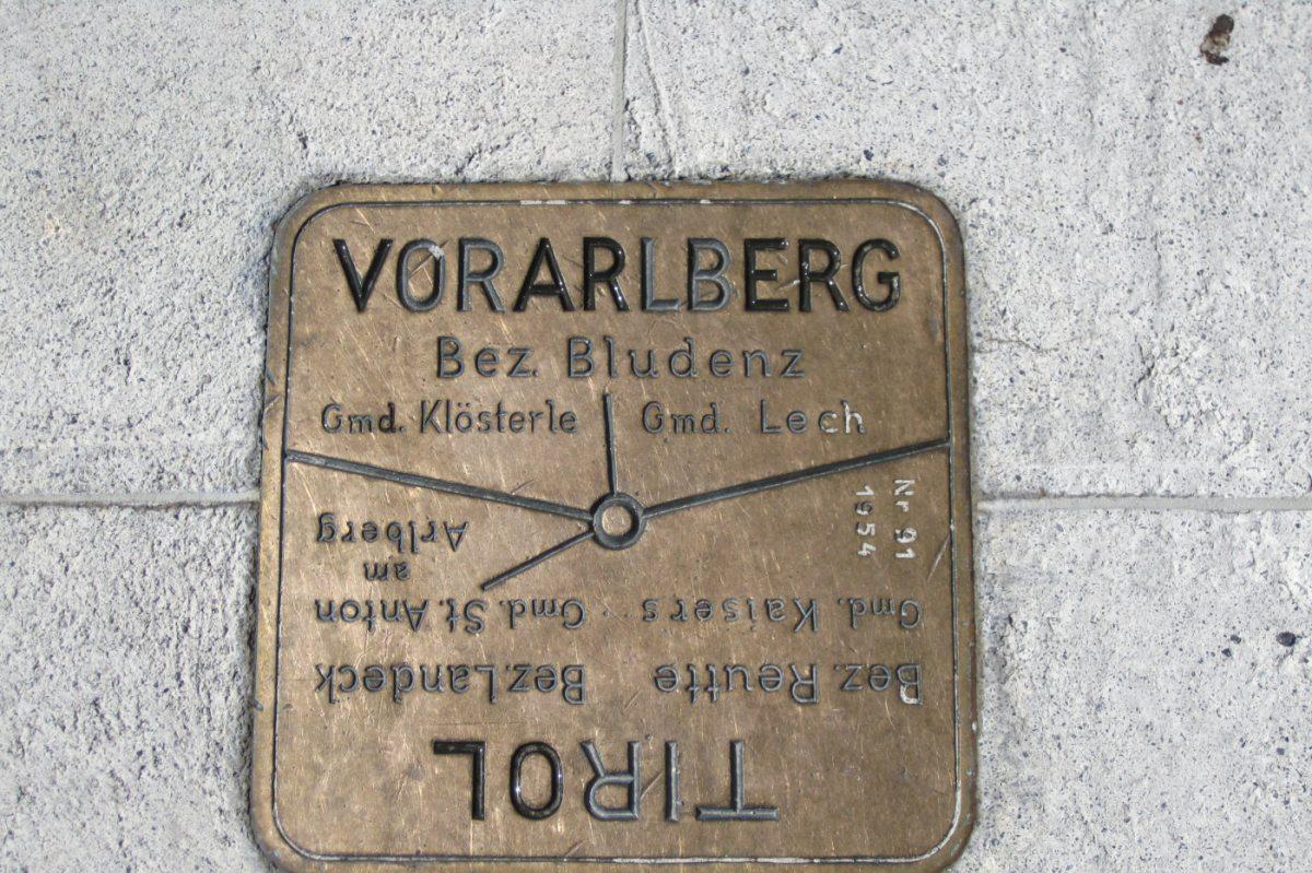 3. Tag - Direkt auf dem Valluga Gipfel verläuft die Grenze zwischen Vorarlberg und Tirol
