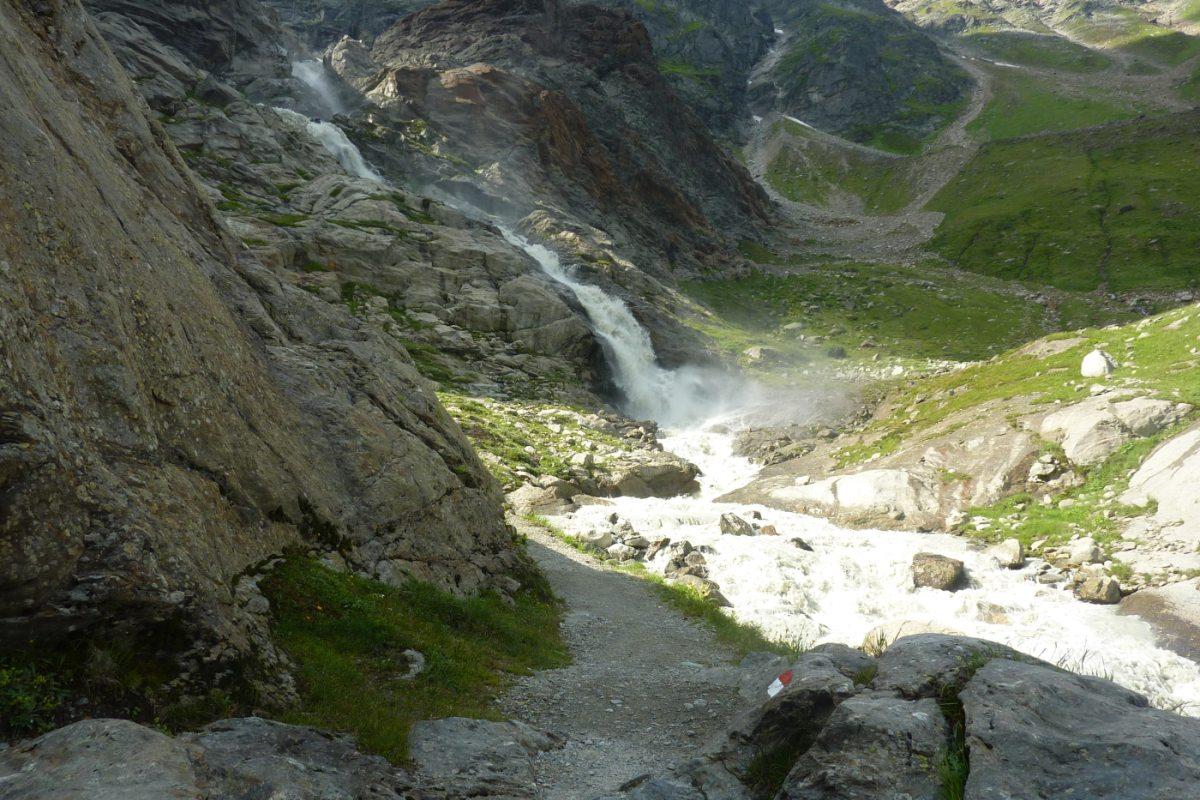 4. Tag - Die heutige Wanderung führt uns vorbei an einem großartigen Wasserfall zur Braunschweiger Hütte