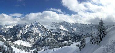 2. Tag - Panoramablick ins Rettenschwanger Tal mit Rotspitz, Großer Daumen und Hindelanger Klettersteig