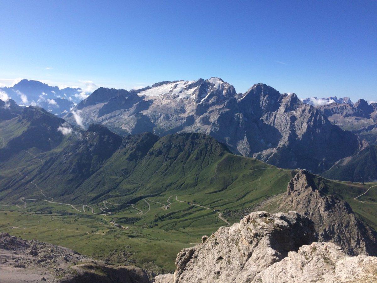 Dolomiten Höhenweg 2 Marmolada 1.jpg
