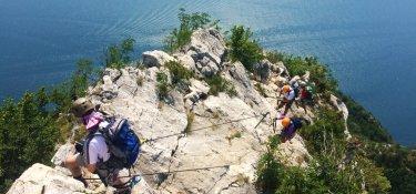 Klettersteig hoch über dem Gardasee