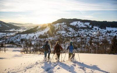 Oberstaufen-Winter Schneeschuh Sonnenuntergang Ortsansicht